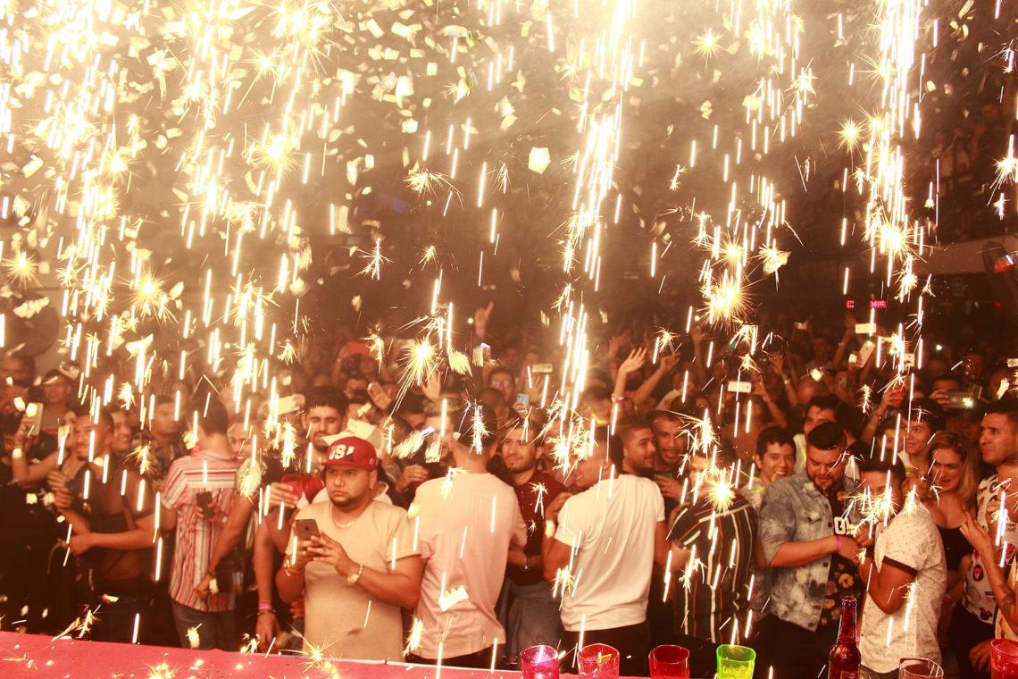 Flowers Auditorium Medellín guia gay (28)