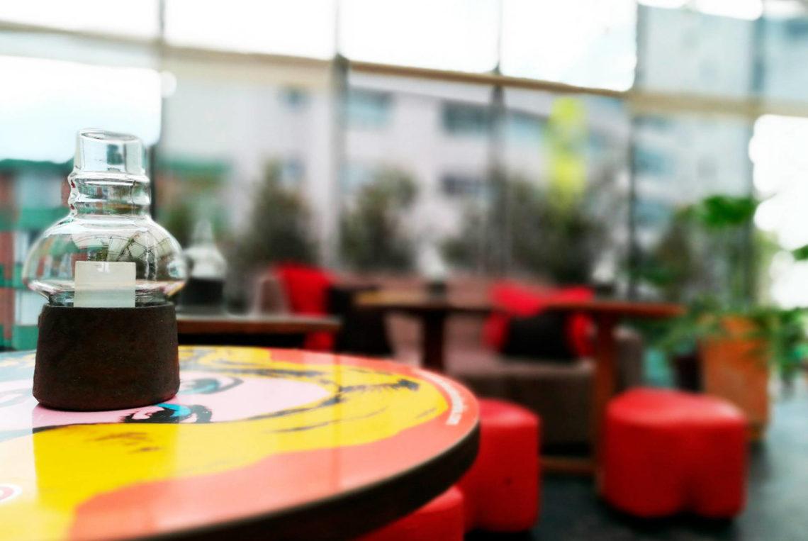 2-estacion-cafe-terraza-hotel-san-sebastian-bogota-chapigay-cafe-gay-universidad-konrad-lorenz-1920x1285