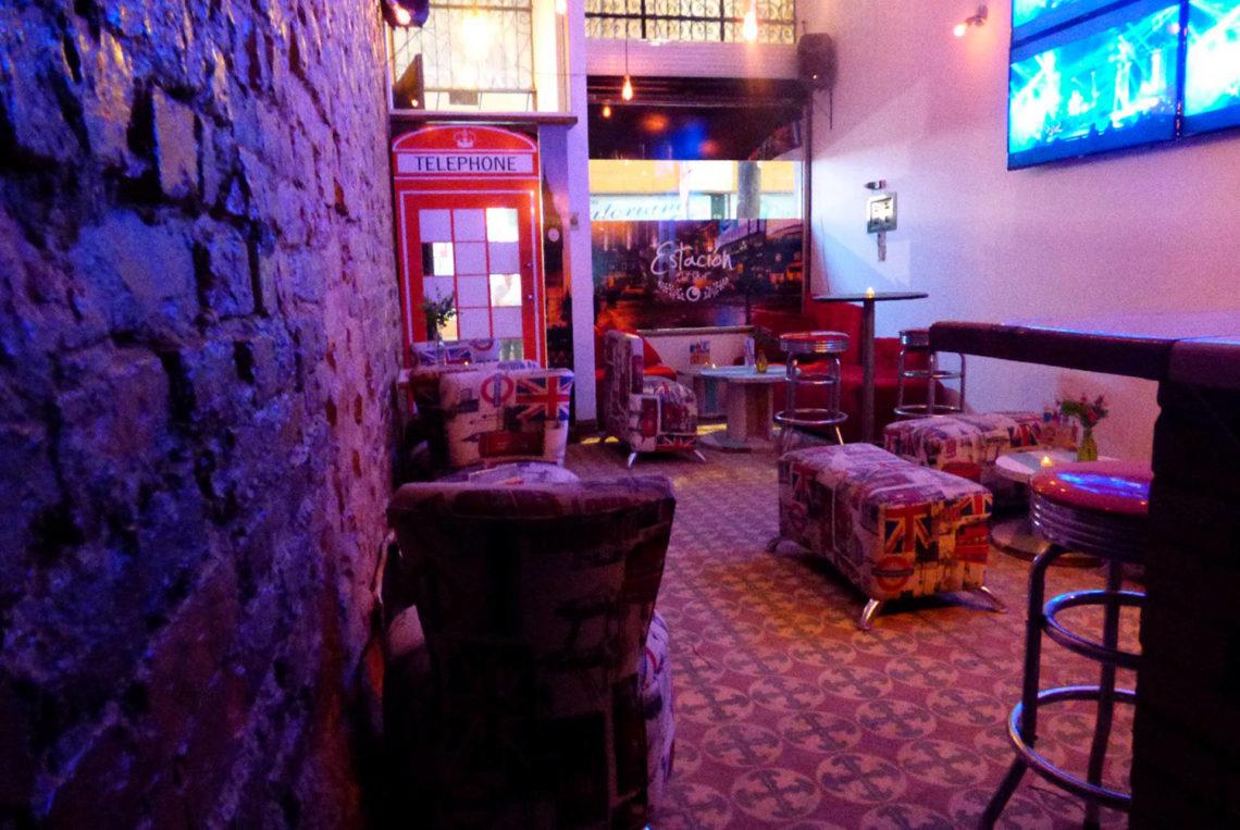 1-estacion-del-shot-bogota-colombia-bar-gay-chapinero-la-estacion-guia-gay-chapigay-mejores-bares-gay-cafe-que-hacer-en-bogota-el-cuento-planes-romanticos-1920x1285