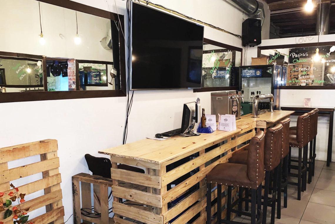 1-estacion-la-fabrica-bogota-colombia-bar-gay-chapinero-la-estacion-guia-gay-chapigay-mejores-bares-gay-cafe-que-hacer-en-bogota-el-cuento-planes-romanticos-cerveza-artesan