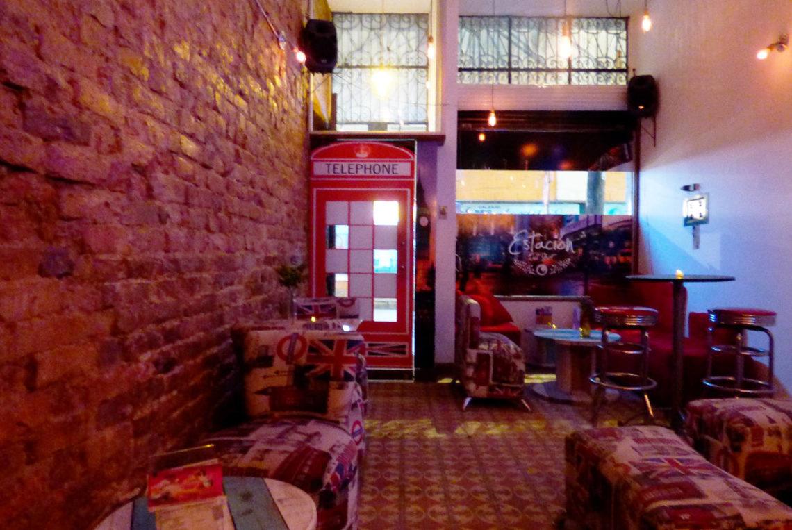 2-estacion-del-shot-bogota-colombia-bar-gay-chapinero-la-estacion-guia-gay-chapigay-mejores-bares-gay-cafe-que-hacer-en-bogota-el-cuento-planes-romanticos-1920x1285