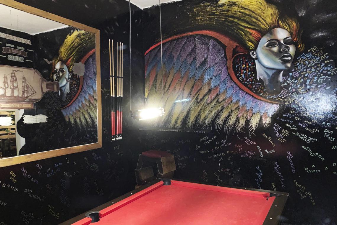 2-estacion-la-fabrica-bogota-colombia-bar-gay-chapinero-la-estacion-guia-gay-chapigay-mejores-bares-gay-cafe-que-hacer-en-bogota-el-cuento-planes-romanticos-cerveza-art