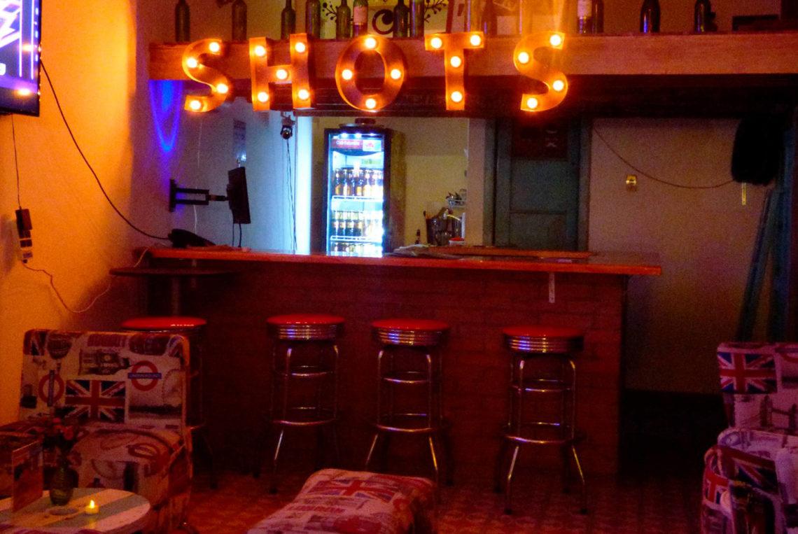 3-estacion-del-shot-bogota-colombia-bar-gay-chapinero-la-estacion-guia-gay-chapigay-mejores-bares-gay-cafe-que-hacer-en-bogota-el-cuento-planes-romanticos-1920x1285