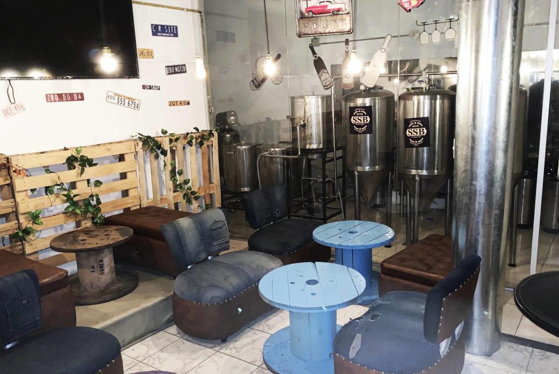 5-estacion-del-shot-bogota-colombia-bar-gay-chapinero-la-estacion-guia-gay-chapigay-mejores-bares-gay-cafe-que-hacer-en-bogota-el-cuento-planes-romanticos-1-1920x1285