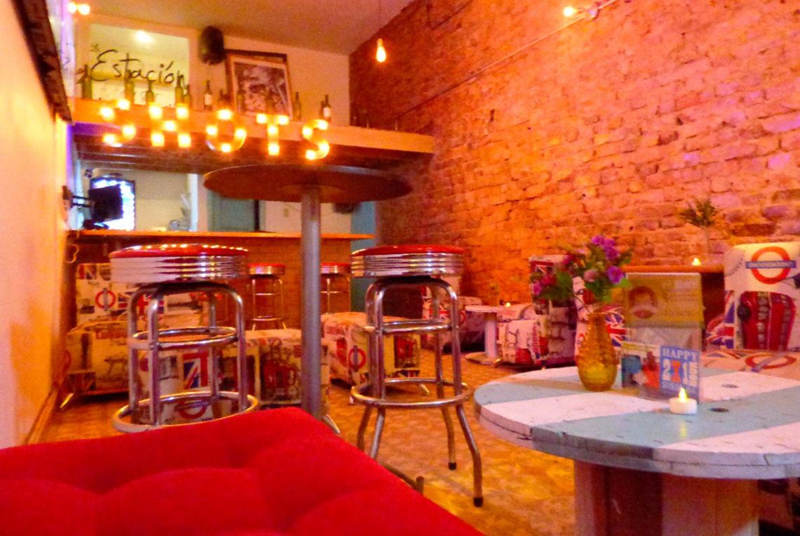 6-estacion-del-shot-bogota-colombia-bar-gay-chapinero-la-estacion-guia-gay-chapigay-mejores-bares-gay-cafe-que-hacer-en-bogota-el-cuento-planes-romanticos-1920x1285