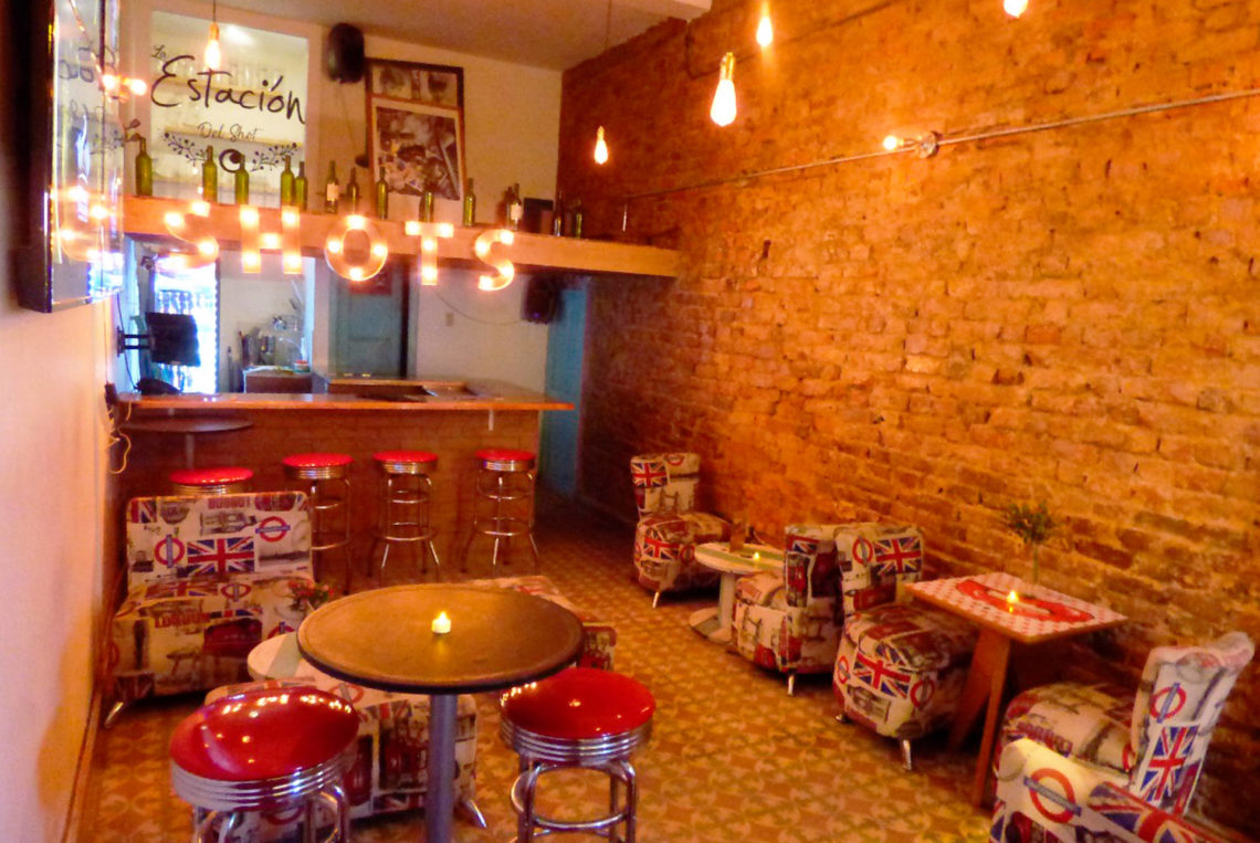 7-estacion-del-shot-bogota-colombia-bar-gay-chapinero-la-estacion-guia-gay-chapigay-mejores-bares-gay-cafe-que-hacer-en-bogota-el-cuento-planes-romanticos-1920x1285