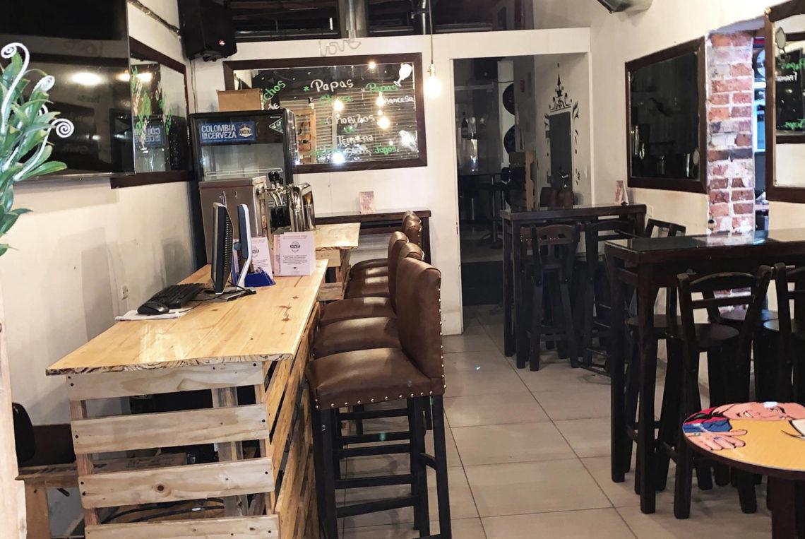 8-estacion-del-shot-bogota-colombia-bar-gay-chapinero-la-estacion-guia-gay-chapigay-mejores-bares-gay-cafe-que-hacer-en-bogota-el-cuento-planes-romanticos-1-1920x1285